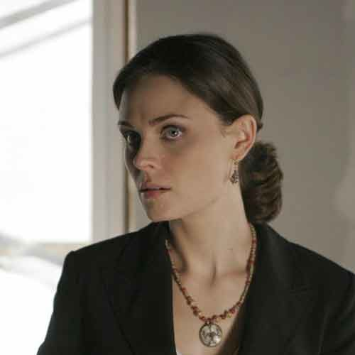 EMILY-DESCHANEL-VEGANA